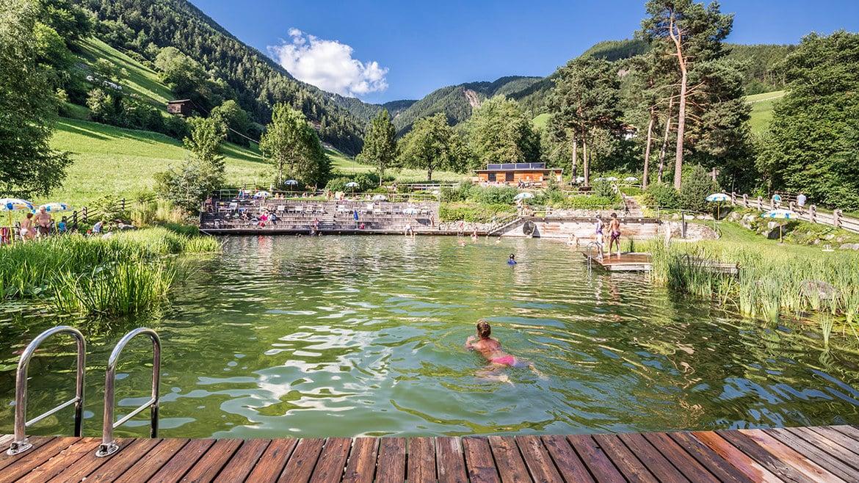 Mielke schwimmteich erfahrungen schwimmbad und saunen for Folienverlegung schwimmbad